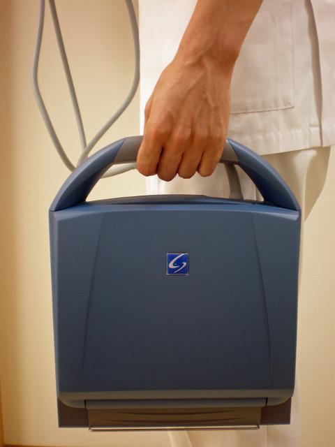 超音波診断装置(表層臓器用)は持ち運び可能